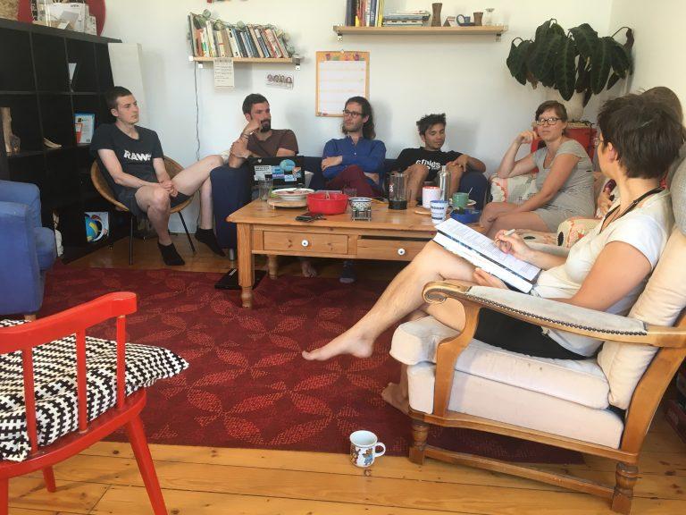 Versammlung mit den Gründungsmitgliedern