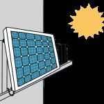 Solarmodul an Balkonbrüstung von der Sonne beschienen