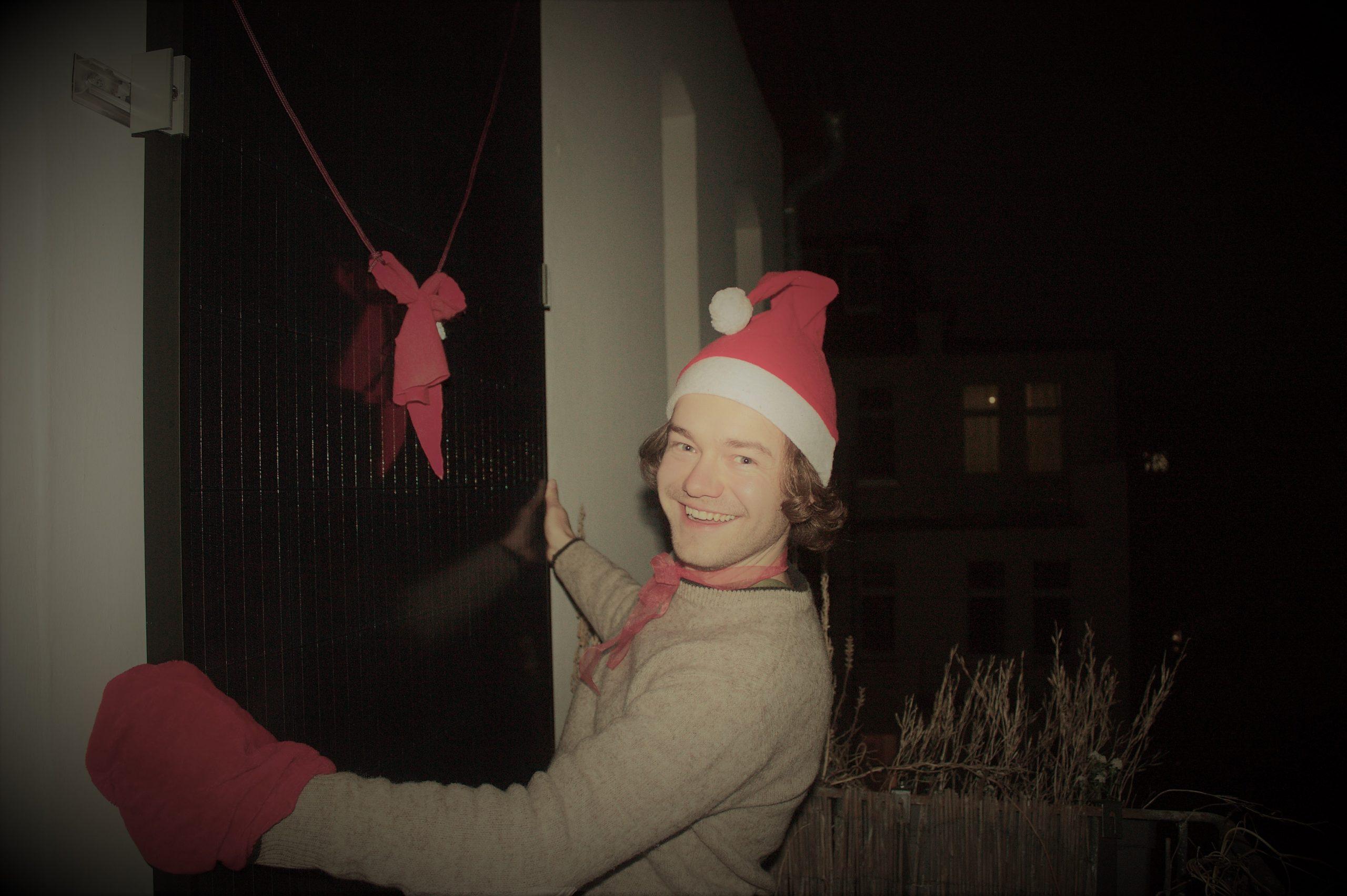 Weihnachts-Benny mit Balkonkraftwerk