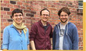 Kerstin, Arvid und Benedikt als Team vor Backsteinwand