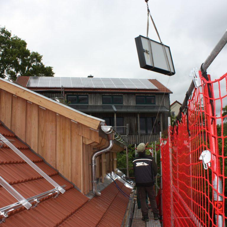 Ankunft der Module auf dem Dach